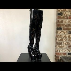 Brand New Pleaser Adore 3000 - Size 7